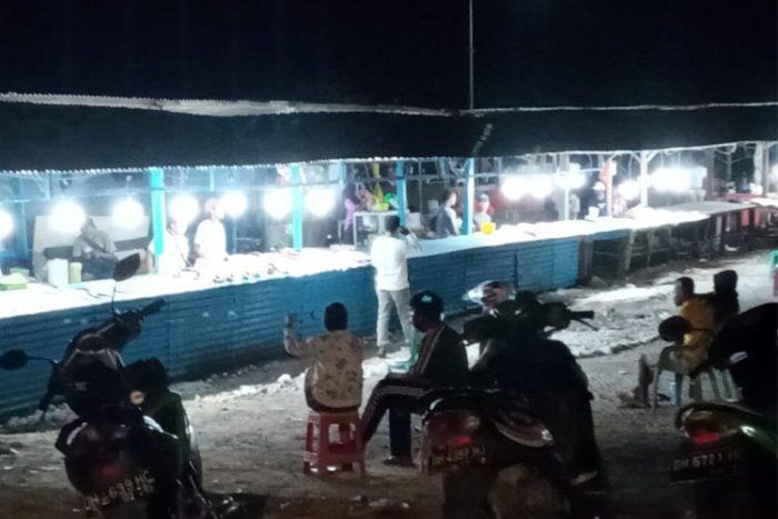 Suasana pedagang di Lapak Pasir Panjang (Andi Pah/Kupang Terkini)