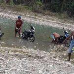 Kali Benanai, jadi sumber air warga desa Ello untuk berbagai kebutuhan. Air bersih untuk minum juga diambil dari sumur kecil yang dibuat di pinggir kali itu. (tangkapan layar facebook)