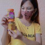 Yenly memamerkan lu'at buatan sendiri yang sudah dikemas dalam botol, siap dipasarkan hingga ke Surabaya dan Malang. (yandri/kupangterkini.com)
