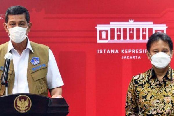 Ketua satgas penanganan Covid-19 Doni Monardo (kiri) didampingi Menteri Kesehatan Budi Sadikin saat memberi keterangan resmi di Istana Negara. (ist)