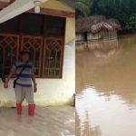 Rumah warga yang terendam banjir di desa Toineke, akibat meluapnya sungai Kitan. (ist)