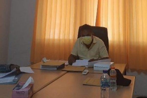 Zyeto Ratuarat, pimpinan badan kehormatan, saat memberikan keterangan kepada media terkait mosi tidak percaya (yandry/kupangterkini.com)