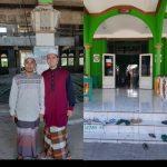 Gilang Ramadhan (kanan) saat ditemui di Masjid Al Fatah kampung solor (yandry/kupangterkini.com)