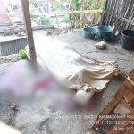 Jasad korban pembunuhan yang ditutupi dengan kain di lokasi kejadian (ist)