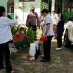 Proses Penyemprotan disinfektan yang dilaksanakan puskesmas Naibonat bersama polsek Kupang Timur. (ist)