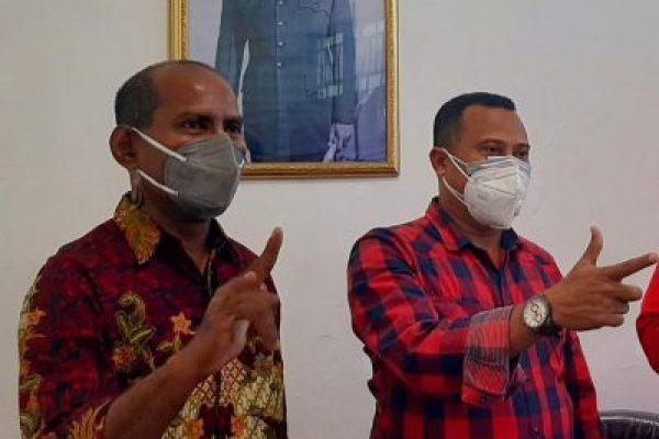 Simon Petrus Nilli (kanan) Pengurus DPD PDIP Provinsi NTT. (yandry/kupangterkini.com)