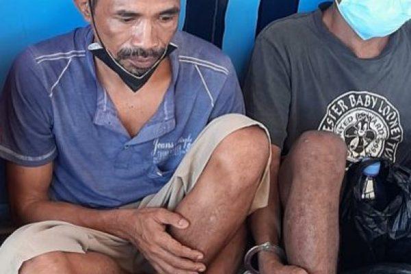Yustinus Tanaem serta Yustinus Taraen saat menunggu proses regristrasi di Rutan (yandry/kupangterkini.com)