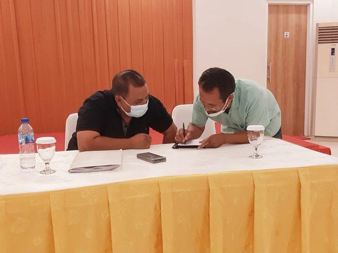 Albert Riwu Kore, saat memberikan keterangan dalam jumpa pers (yandry/kupangterkini.com)