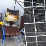 Bekas kebakaran pada kursi serta atap auditorium Undana
