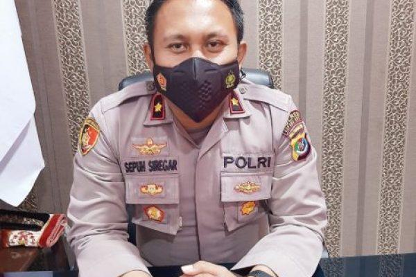 Kapolsek Kelapa Lima, Kompol Sepuh Siregar saat memberikan keterangan terkait kasus penggelapan (yandry/kupangterkini.com)