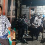 Frans Tumeluk, korban pembacokan yang rumahnya terbakar beberapa hari kemudian serta Polisi saat berada di lokasi kejadian (yandry/kupangterkini.com)